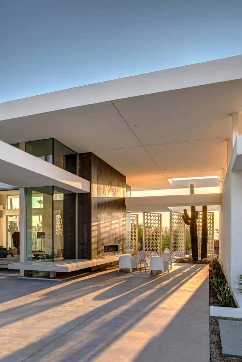 Visionary mid century modern home piercing the palm for Modern house 1 12
