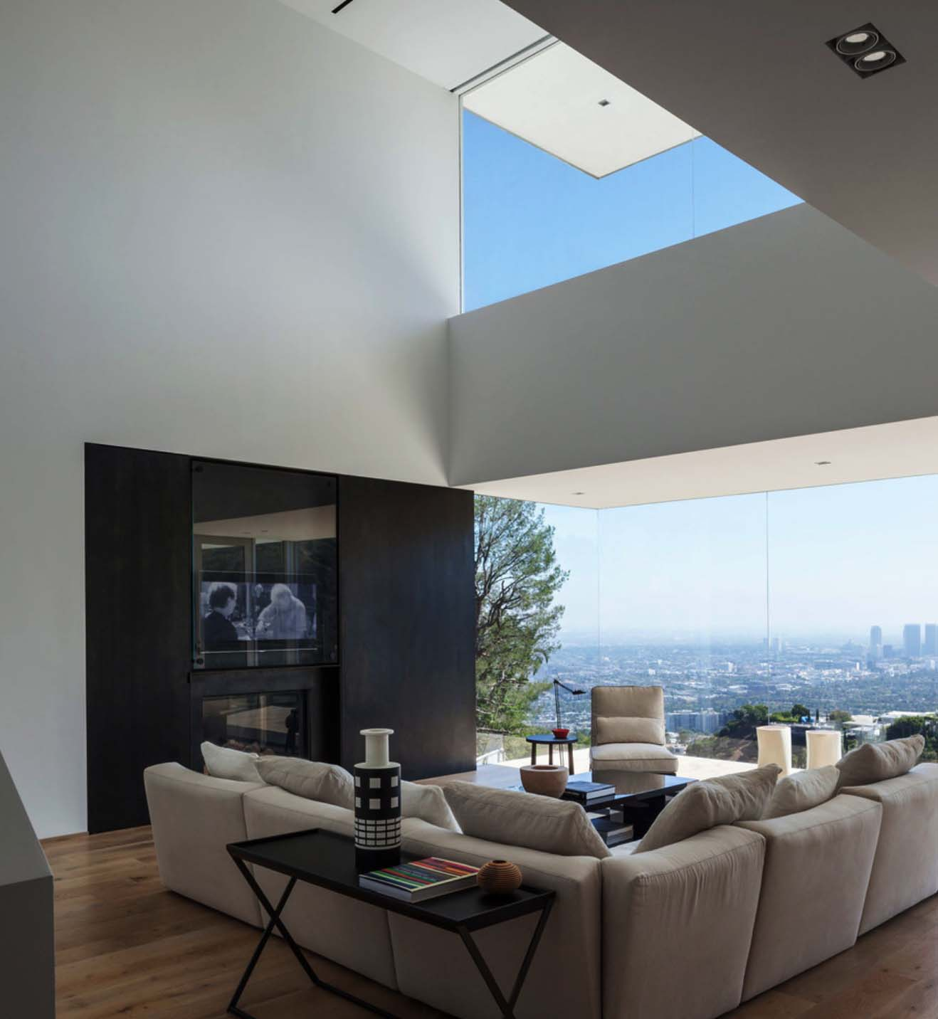 Rooms With Skyline Views-11-1 Kindesign