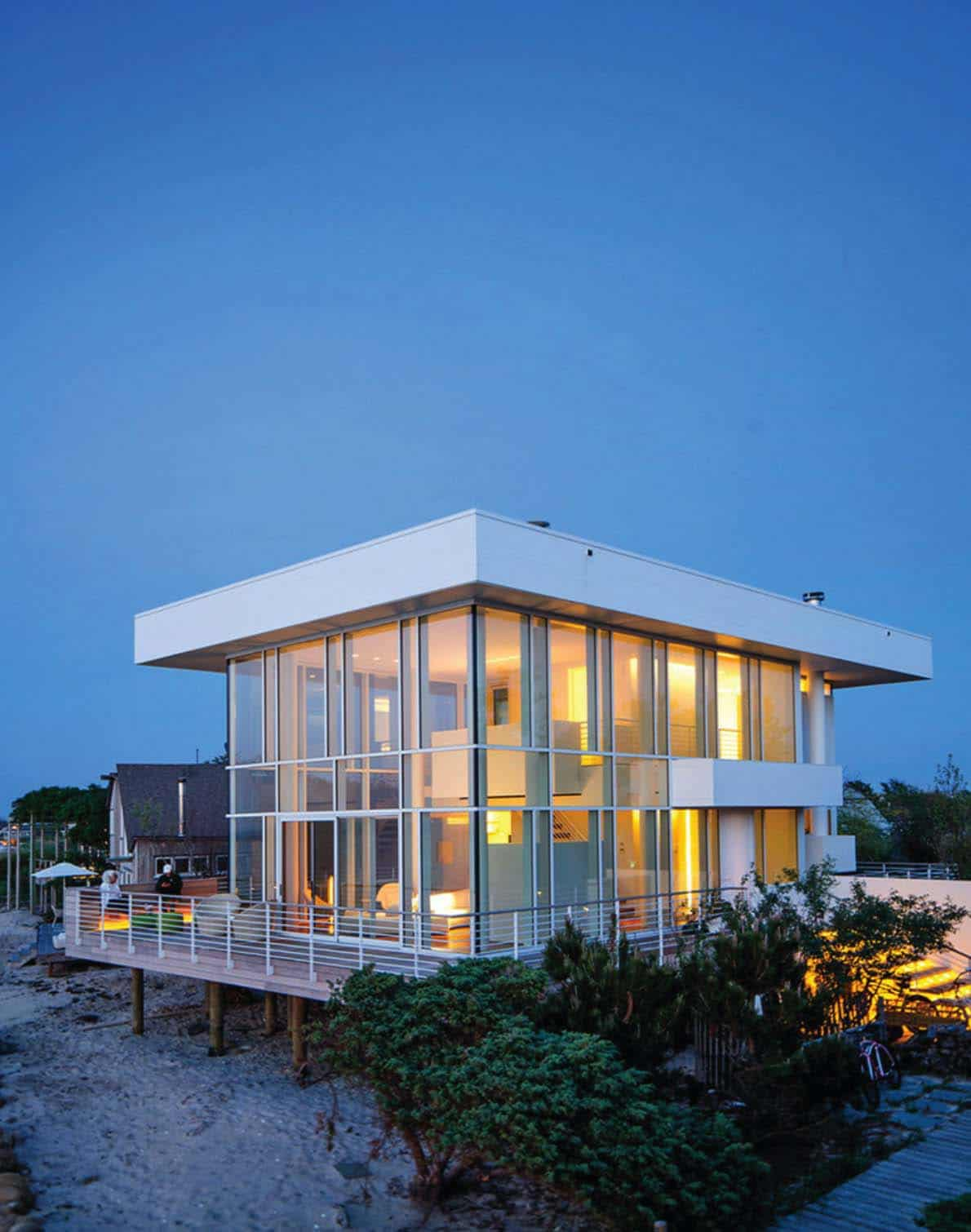 Modernized steel and glass beach house maximizes views on for Beach house design contemporary