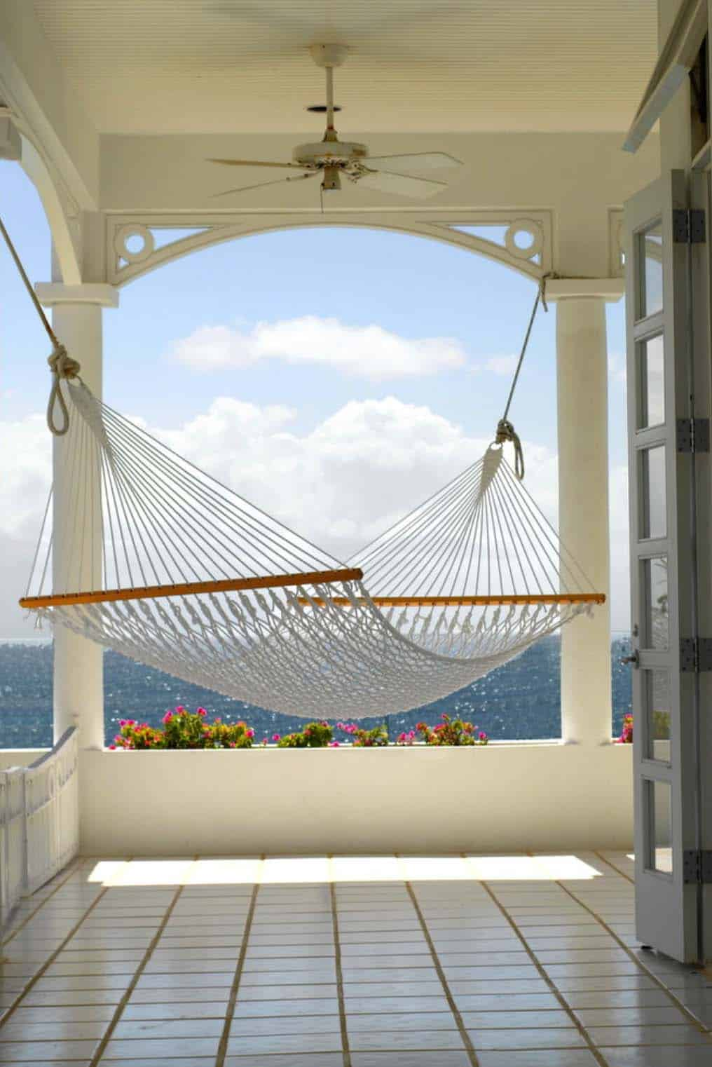 Heavenly Outdoor Hammock Ideas-15-1 Kindesign