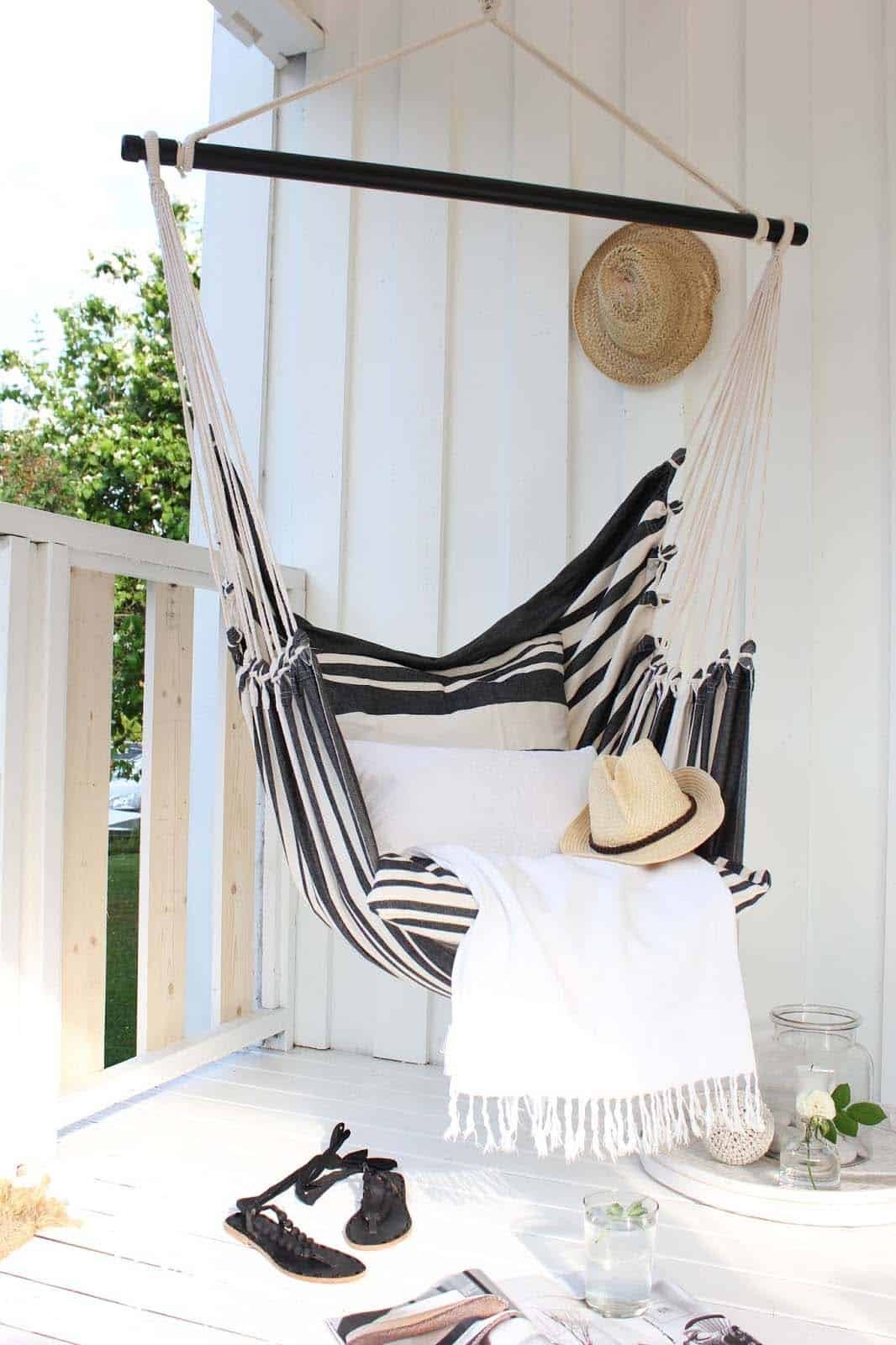 heavenly outdoor hammock ideas 21 1 kindesign 31 heavenly outdoor hammock ideas making the most of summer  rh   onekindesign