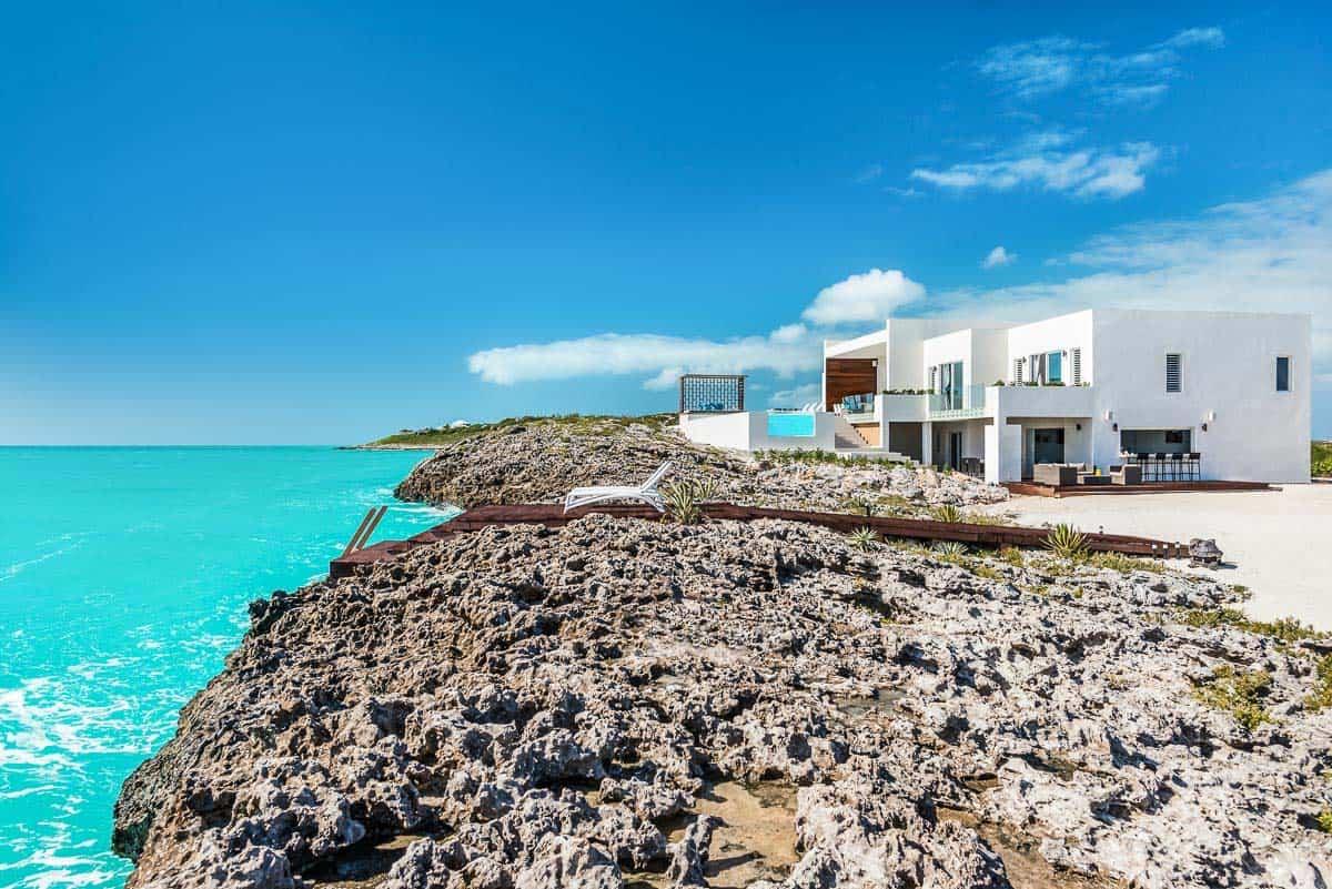 Luxury Vacation Rental Villa-Turks-Caicos-04-1 Kindesign