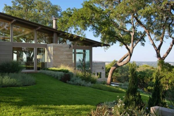 featured posts image for Hillside dwelling in Texas with a fantastic indoor-outdoor connection