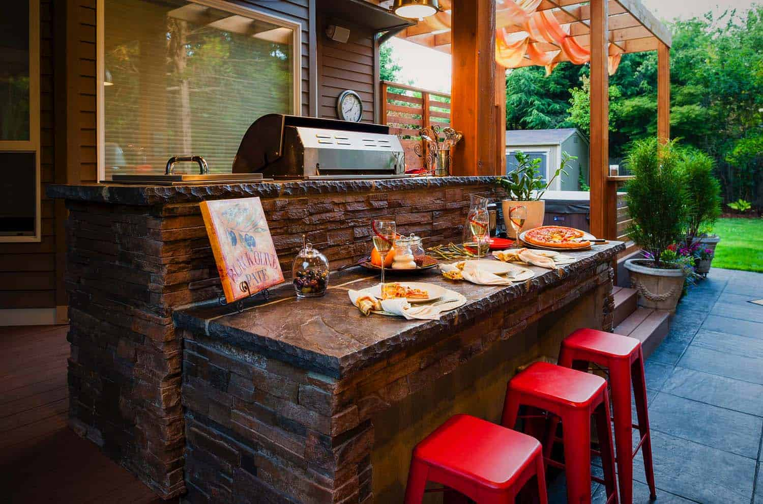 Outdoor Kitchens-Bars Entertaining-06-1 Kindesign.jpg