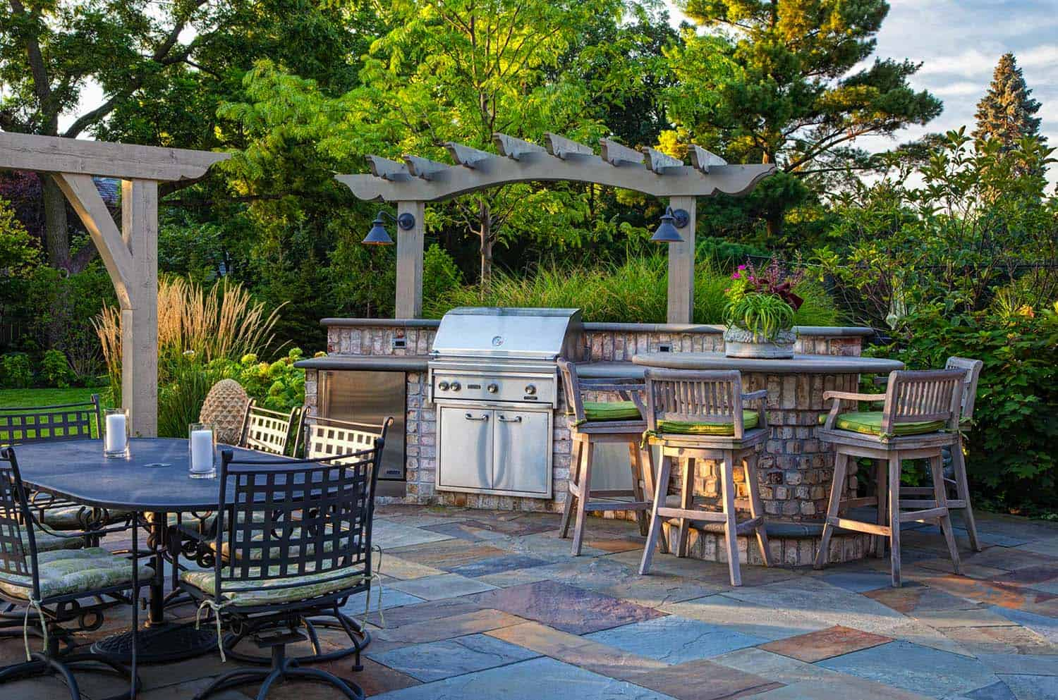 Outdoor Kitchens-Bars Entertaining-08-1 Kindesign.jpg