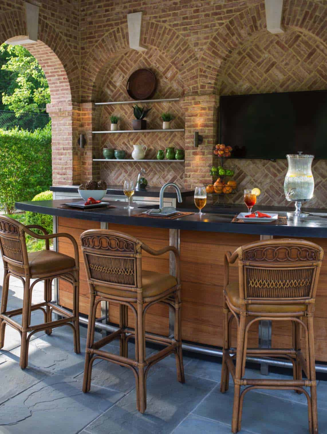 Outdoor Kitchens-Bars Entertaining-13-1 Kindesign.jpg