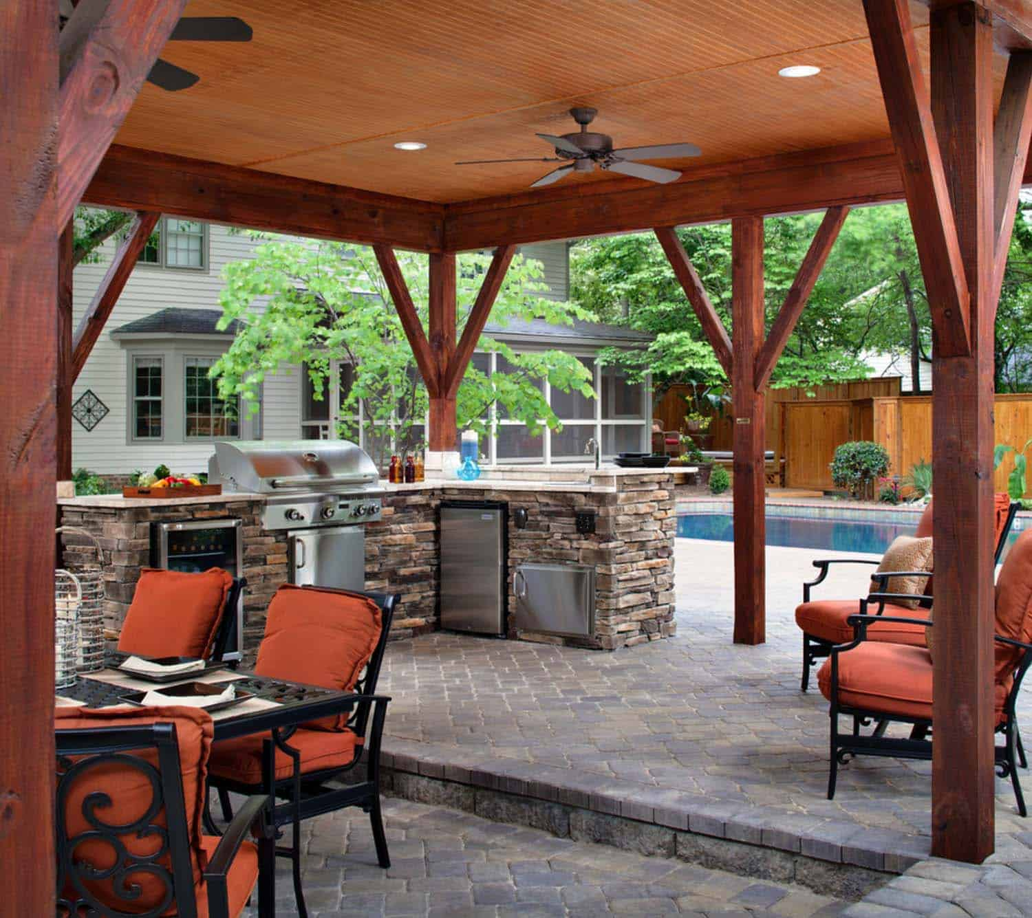 20 spectacular outdoor kitchens with bars for entertaining for Outdoor kitchen designs with pool