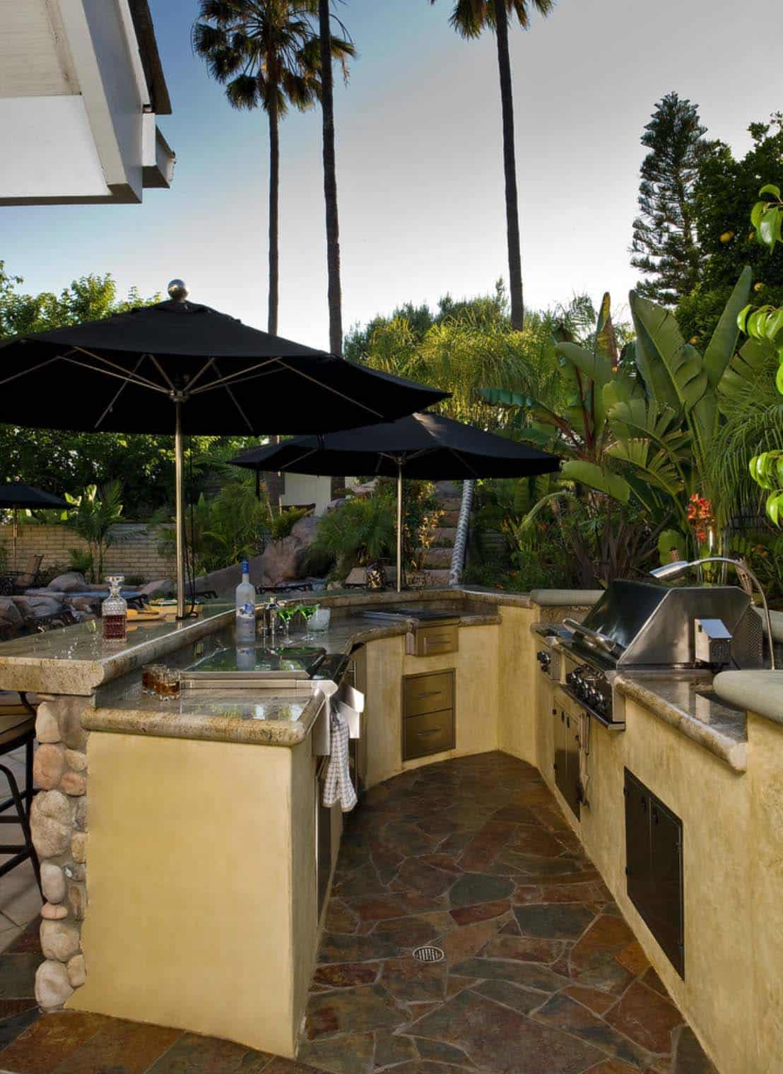 Outdoor Kitchens-Bars Entertaining-17-1 Kindesign.jpg