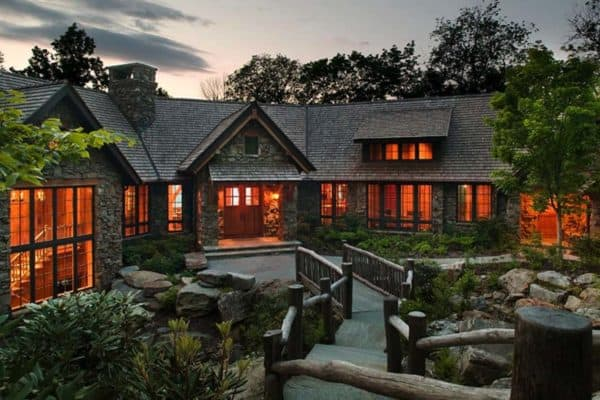 featured posts image for Dreamy cabin retreat perched on a rocky mountainside in North Carolina