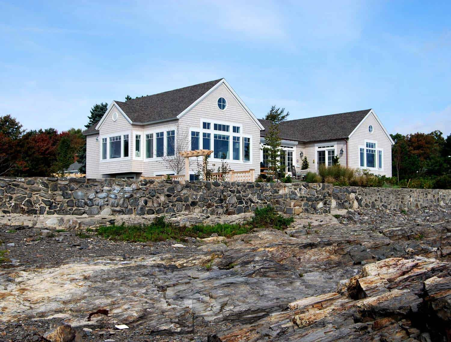 Elegant Seaside Cottage-Whipple Callender Architects-01-1 Kindesign