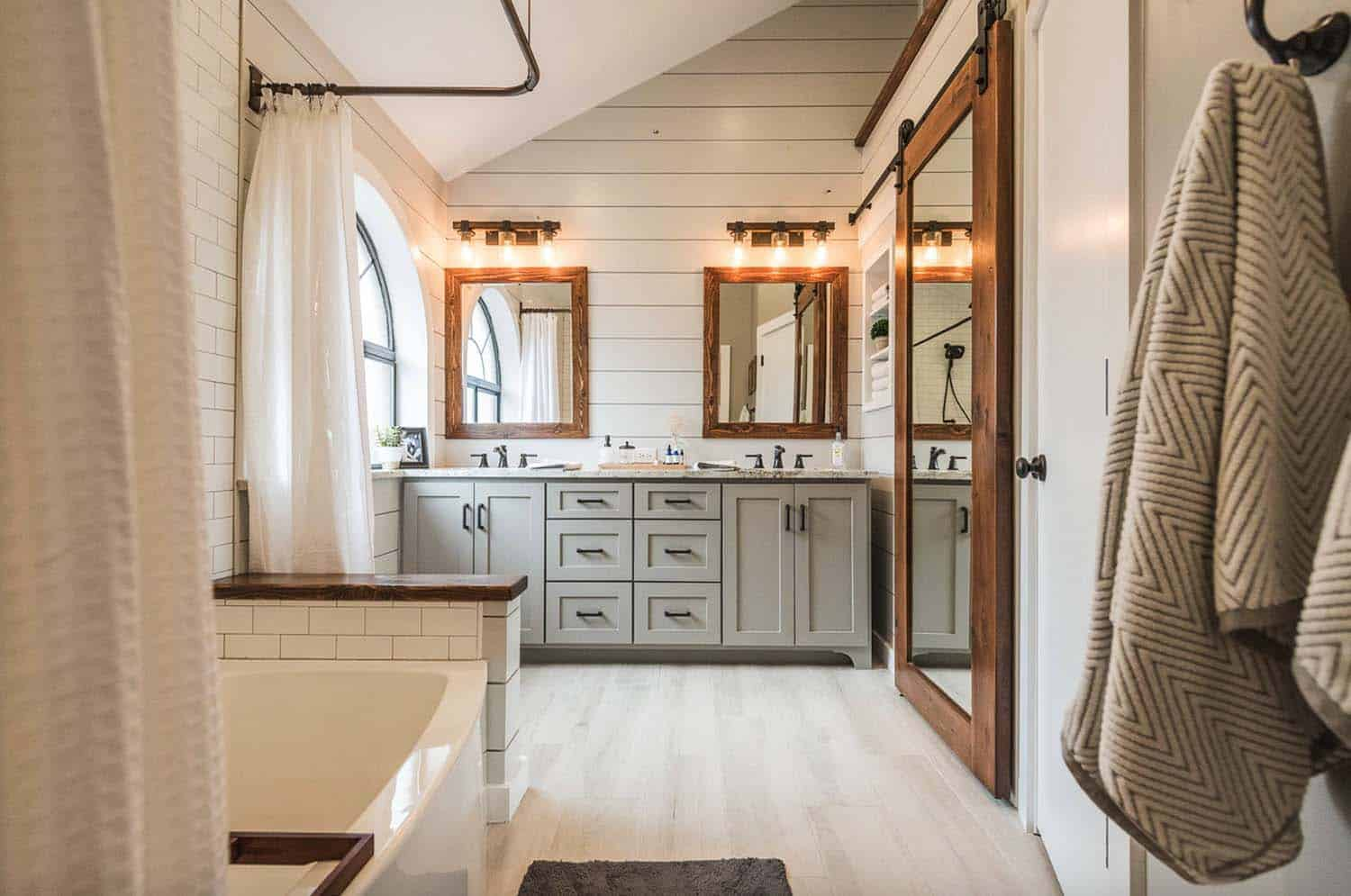 Gorgeous Farmhouse Style Bathrooms-11-1 Kindesign