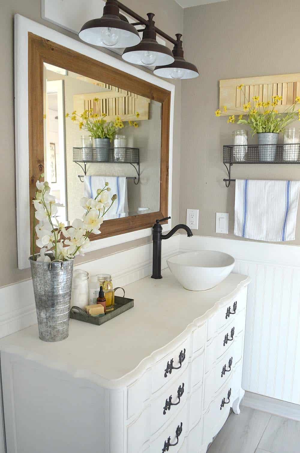 Gorgeous Farmhouse Style Bathrooms-17-1 Kindesign