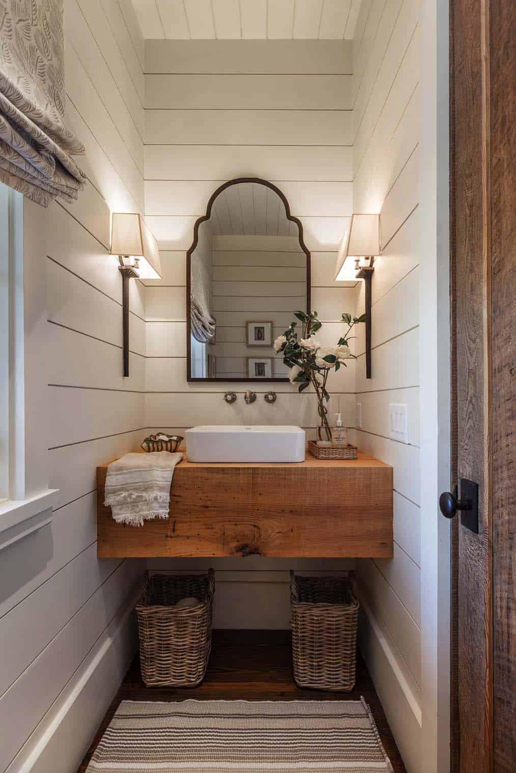 Gorgeous Farmhouse Style Bathrooms-18-1 Kindesign