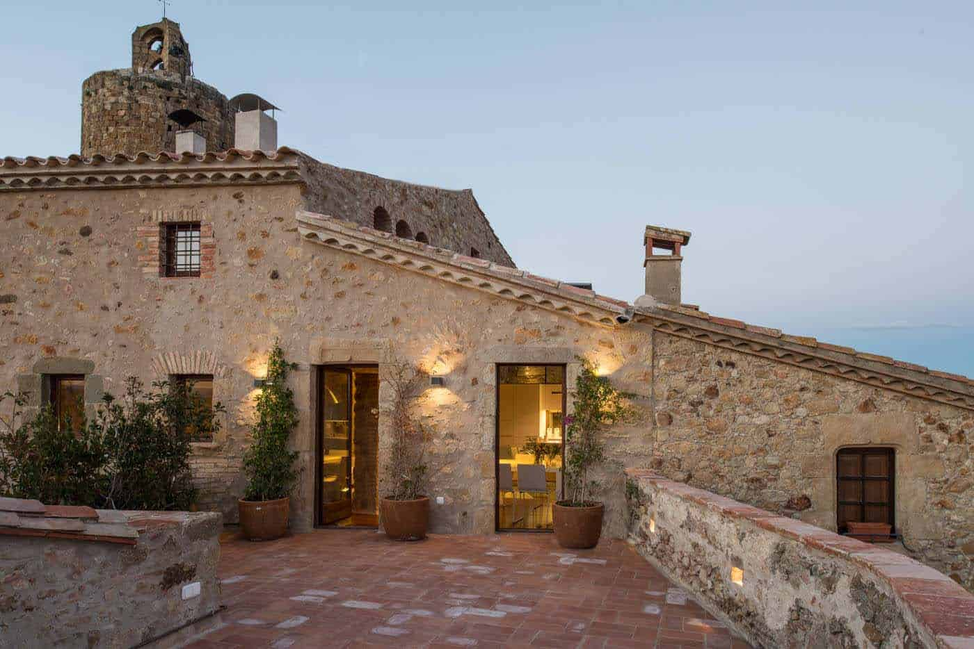 Historic Stone Dwelling-Gloria Duran Torrellas-01-1 Kindesign