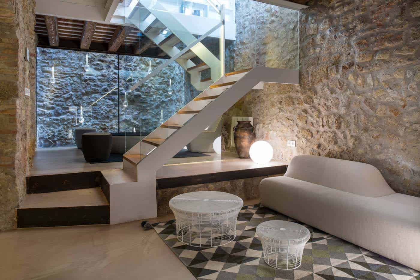 Historic Stone Dwelling-Gloria Duran Torrellas-02-1 Kindesign