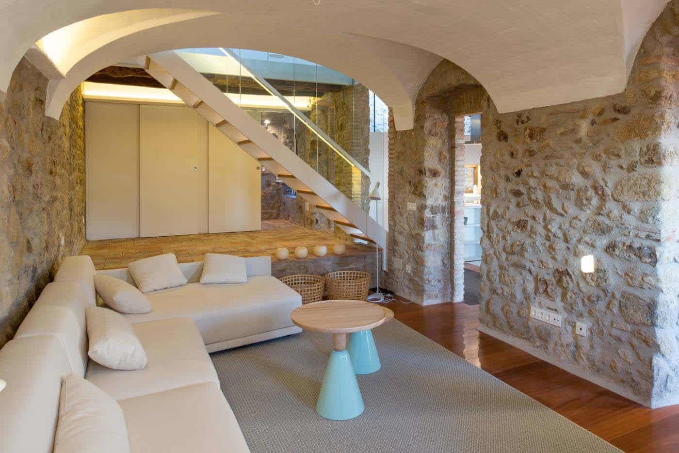 Historic Stone Dwelling-Gloria Duran Torrellas-06-1 Kindesign