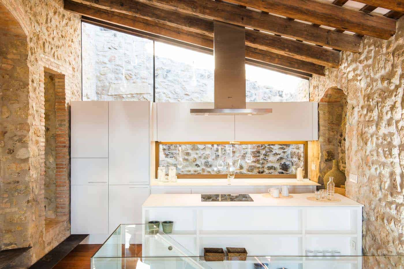 Historic Stone Dwelling-Gloria Duran Torrellas-07-1 Kindesign