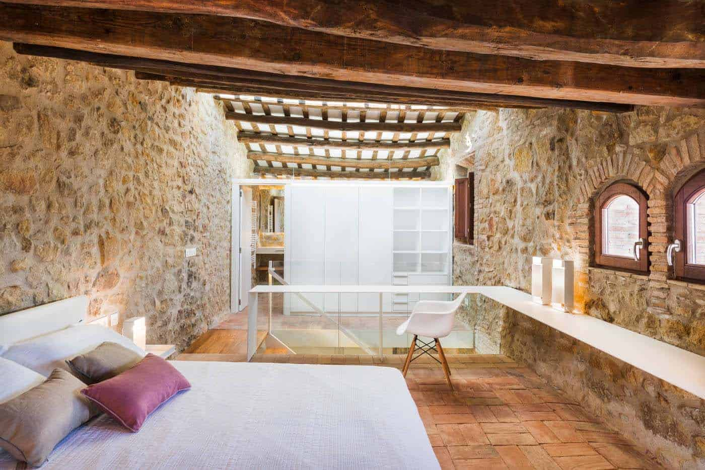Historic Stone Dwelling-Gloria Duran Torrellas-13-1 Kindesign