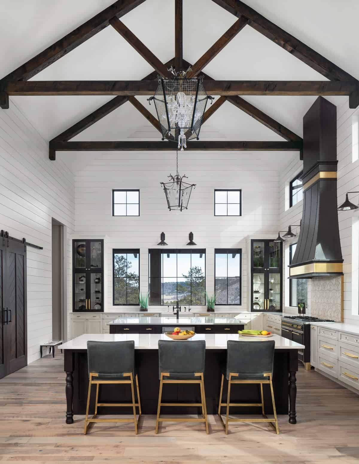 kitchen-with-exposed-ceiling-trusses