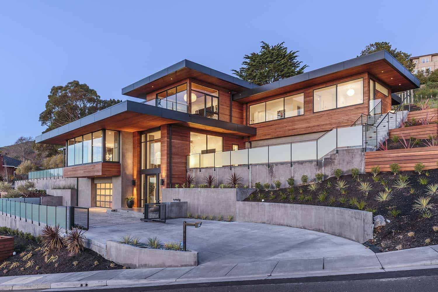 Modern Beach Homes Dramatic Hillside Home With Modern Yet Warm Feel In Marin