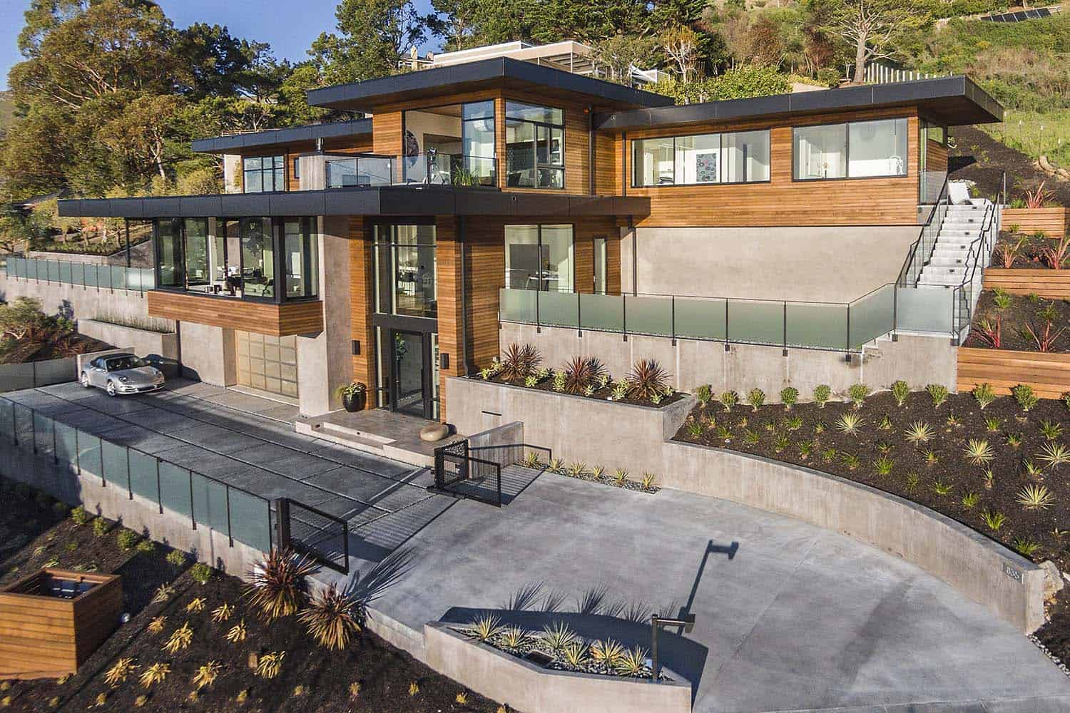 Dramatic hillside home with modern yet warm feel in Marin ...