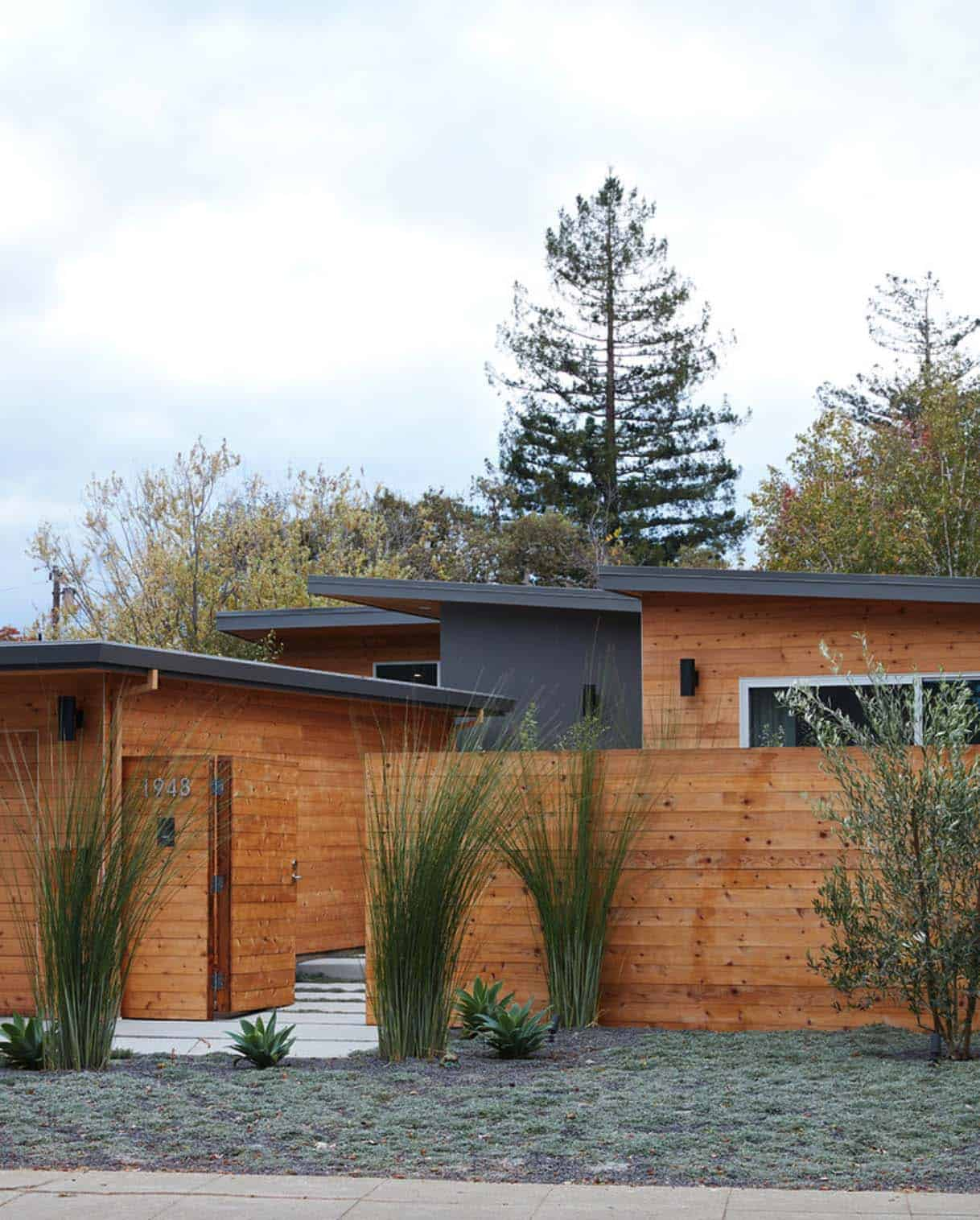 Mid-Century Modern Dwelling-Klopf Architecture-02-1 Kindesign