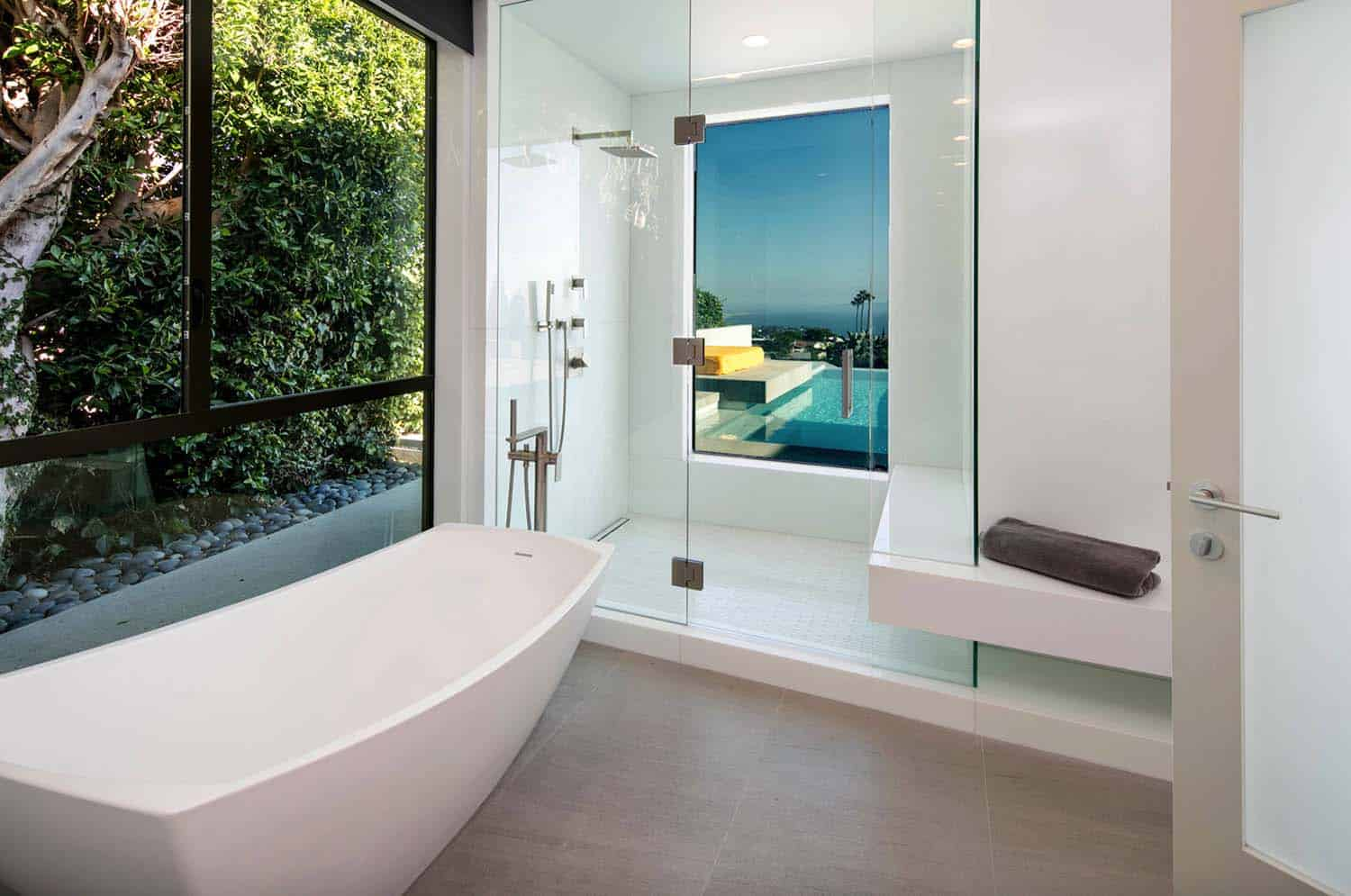 Striking Contemporary Home-Abramson Teiger Architects-07-1 Kindesign