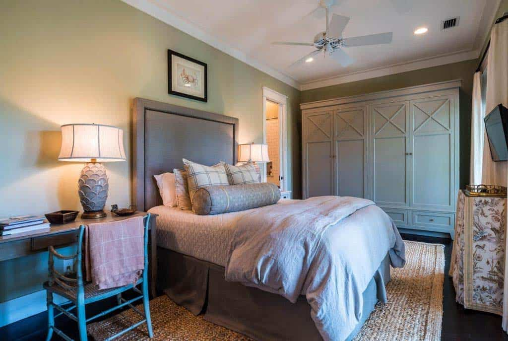 WaterColor Lakefront Home-Urban Grace Interiors-22-1 Kindesign