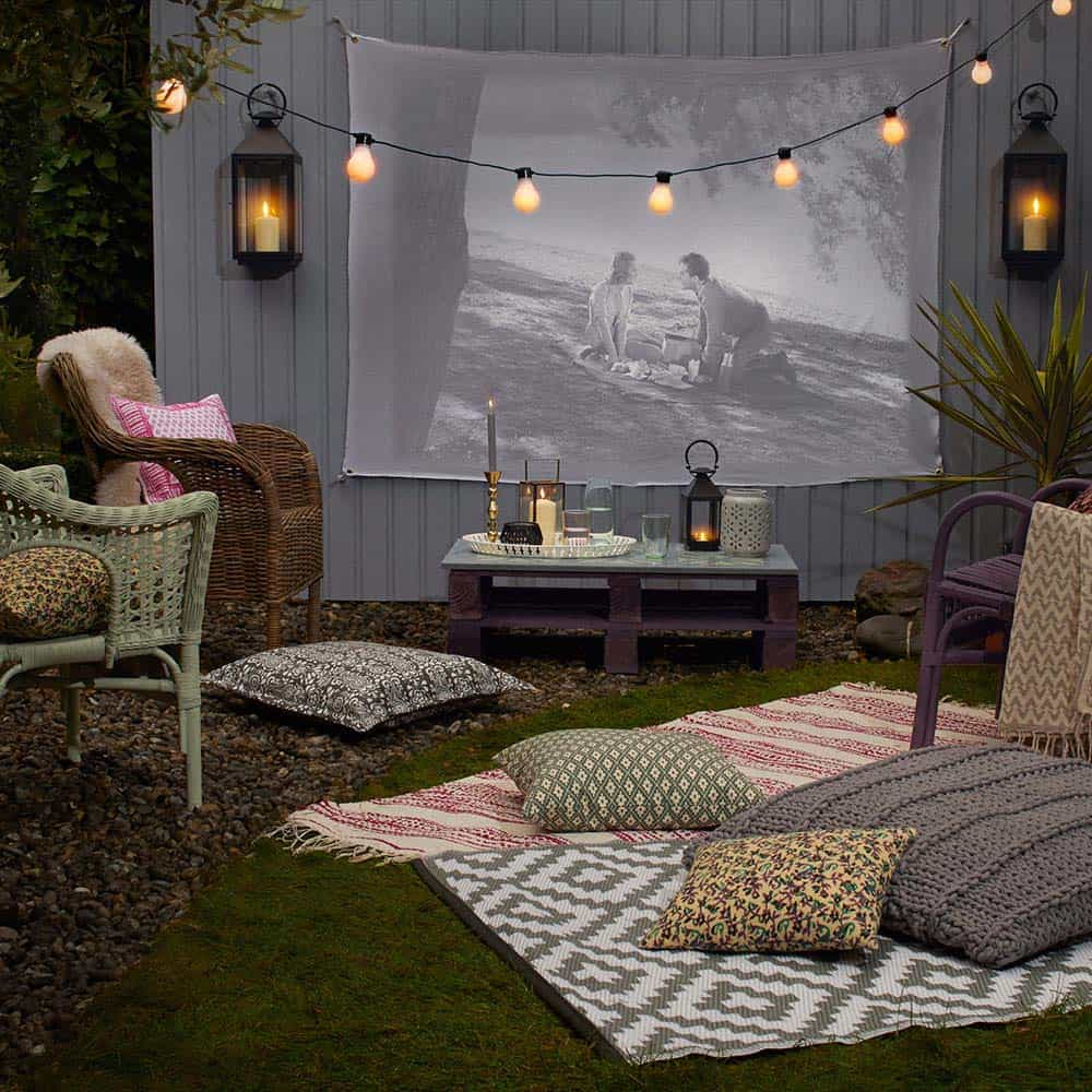 20+ Cool Backyard Movie Theaters For Outdoor Entertaining