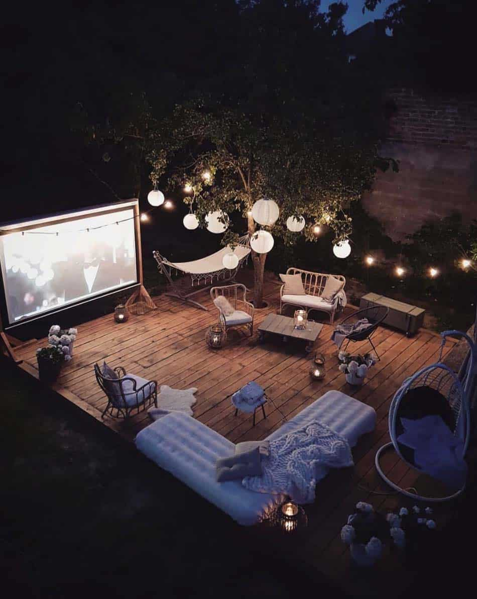 cool-backyard-movie-theater