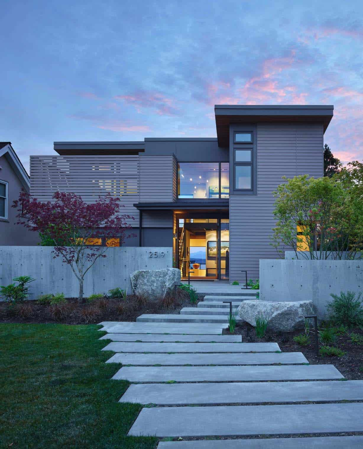 Cozy Urban Retreat Designed To Maximize Olympic Mountain Views