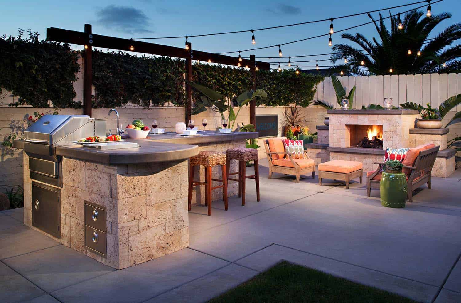 25 Amazingly Cozy Backyard Retreats Designed For Entertaining