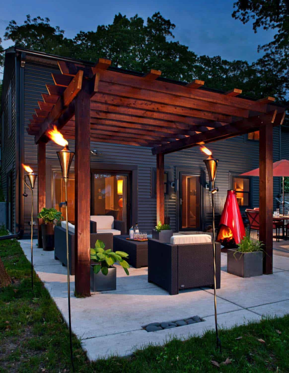 Cozy Backyard Retreats-13-1 Kindesign
