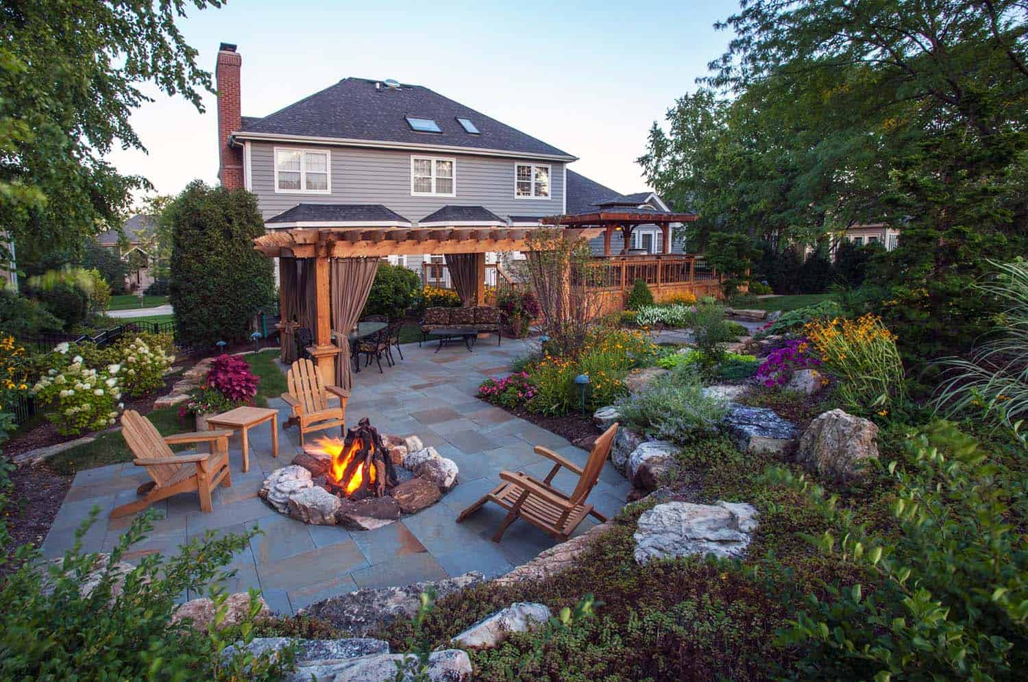 Cozy Backyard Retreats-20-1 Kindesign