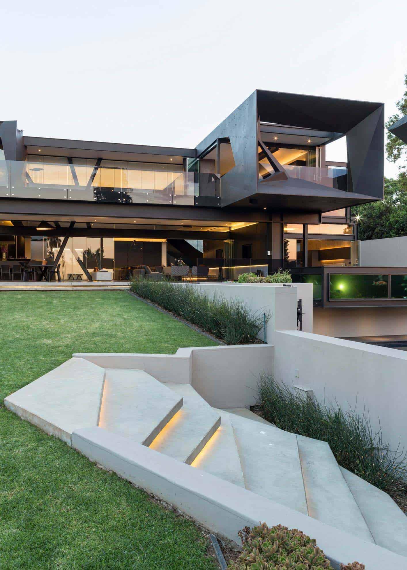 Imposing Modern Residence-Werner van der Meulen-00-1 Kindesign