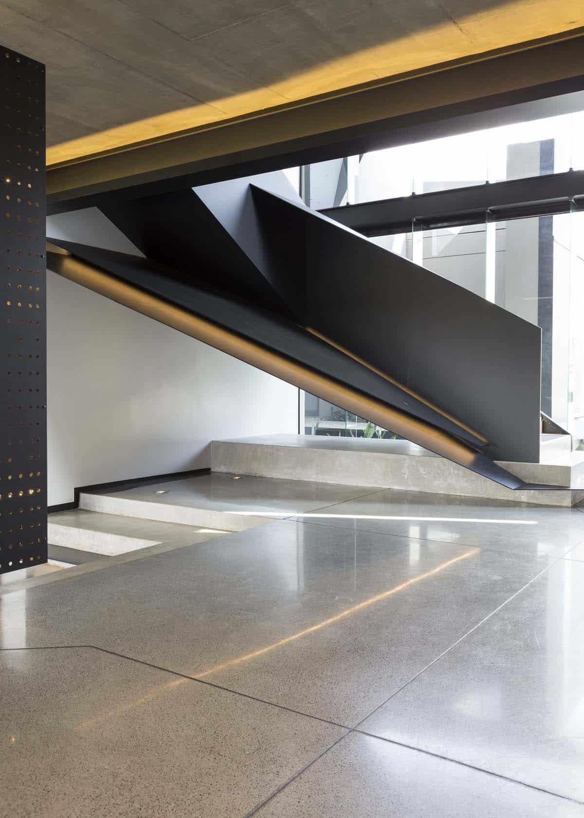 Imposing Modern Residence-Werner van der Meulen-004-1 Kindesign