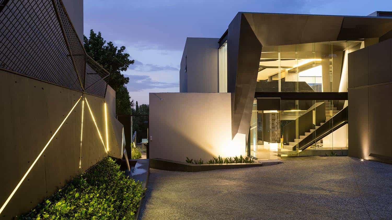 Imposing Modern Residence-Werner van der Meulen-30-1 Kindesign