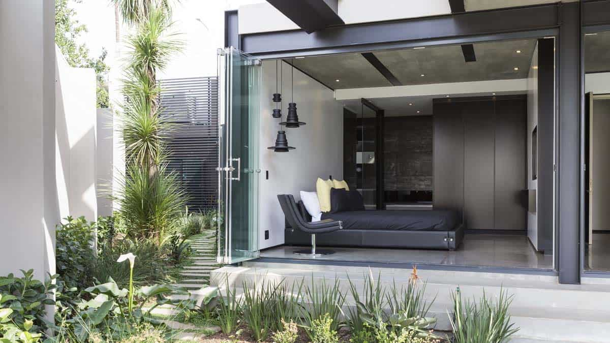 Imposing Modern Residence-Werner van der Meulen-36-1 Kindesign.jpg
