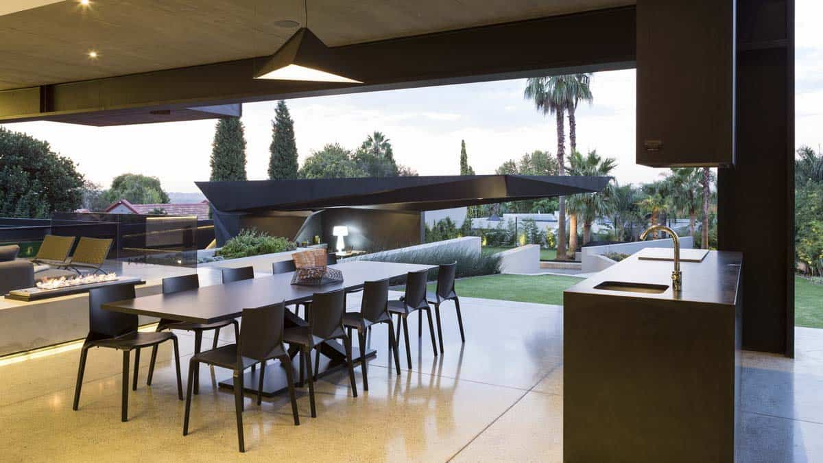 Imposing Modern Residence-Werner van der Meulen-38-1 Kindesign