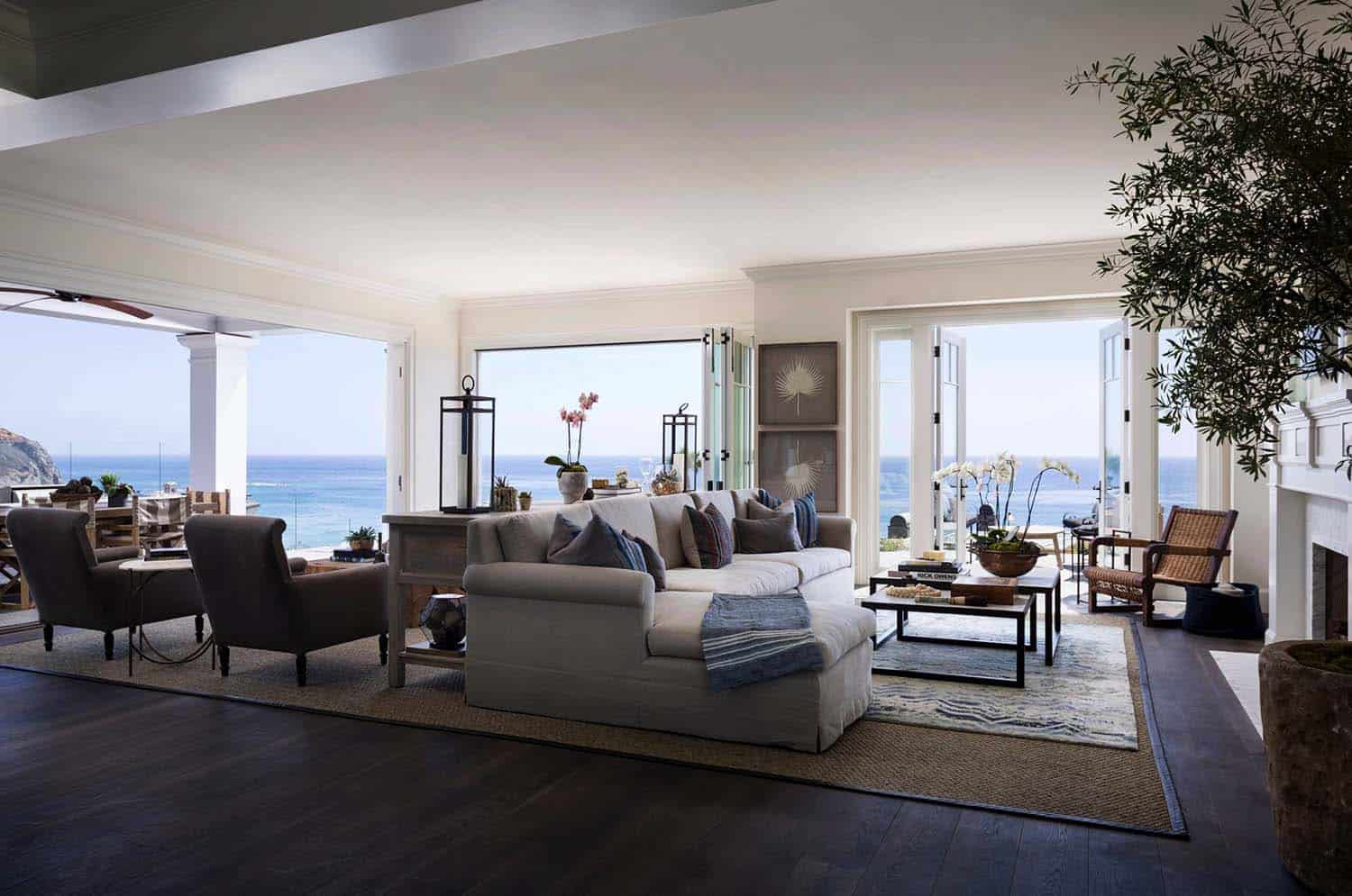 East coast meets west coast in this california beach house for California beach house interior design