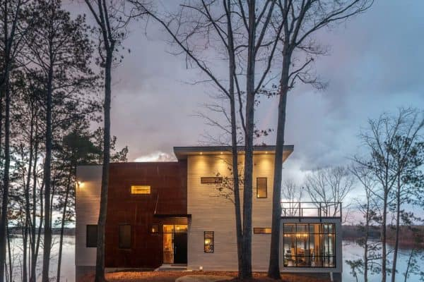 featured posts image for Modern lake house in Alabama blends well into its surroundings