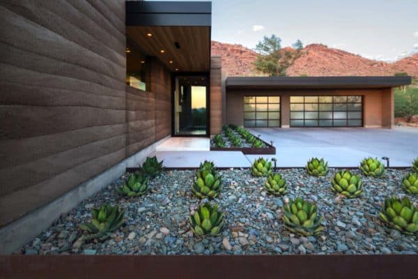 featured posts image for Fascinating rammed earth home piercing the deserts of Arizona