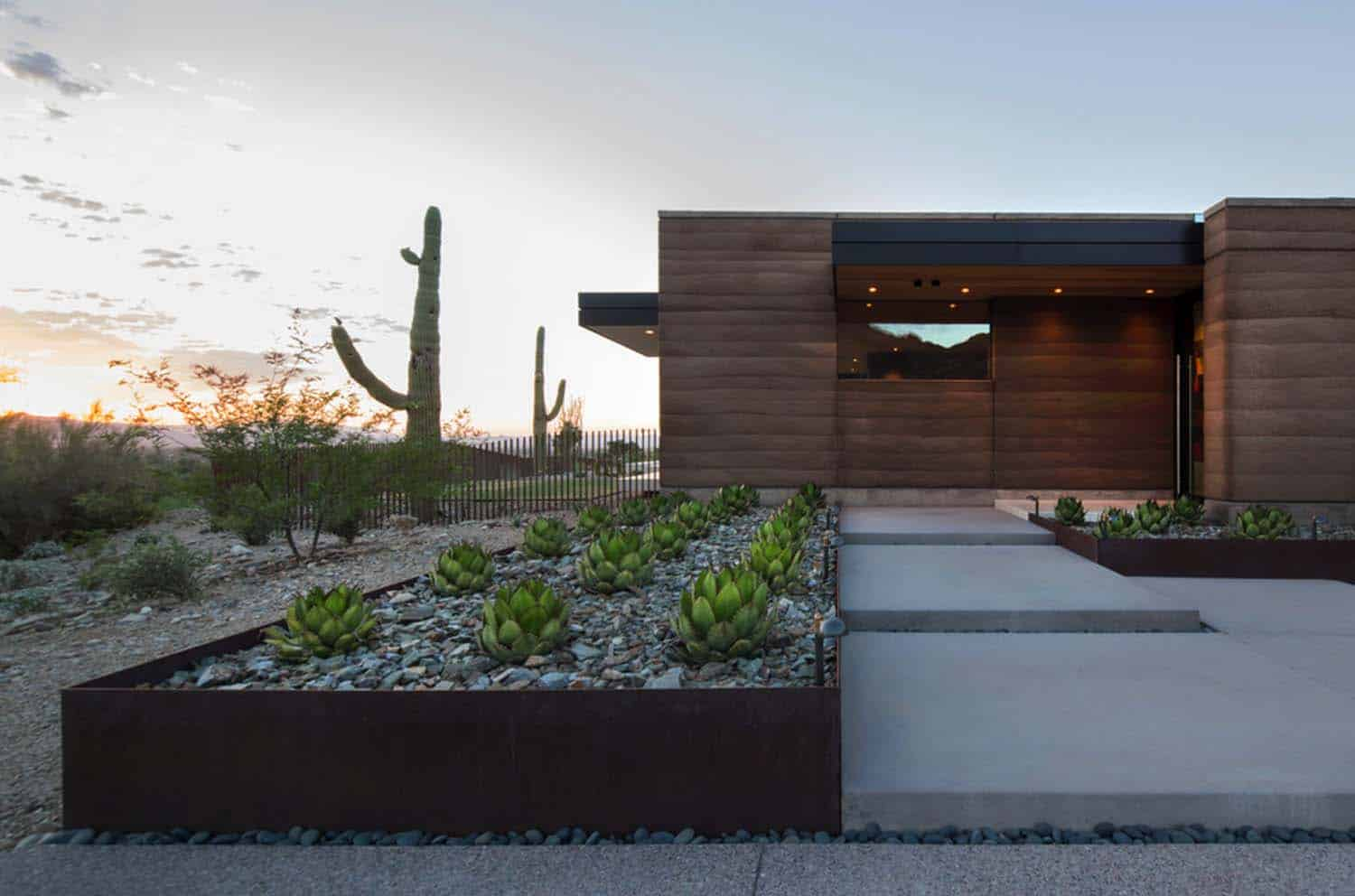 fascinating rammed earth home piercing the deserts of arizona. Black Bedroom Furniture Sets. Home Design Ideas