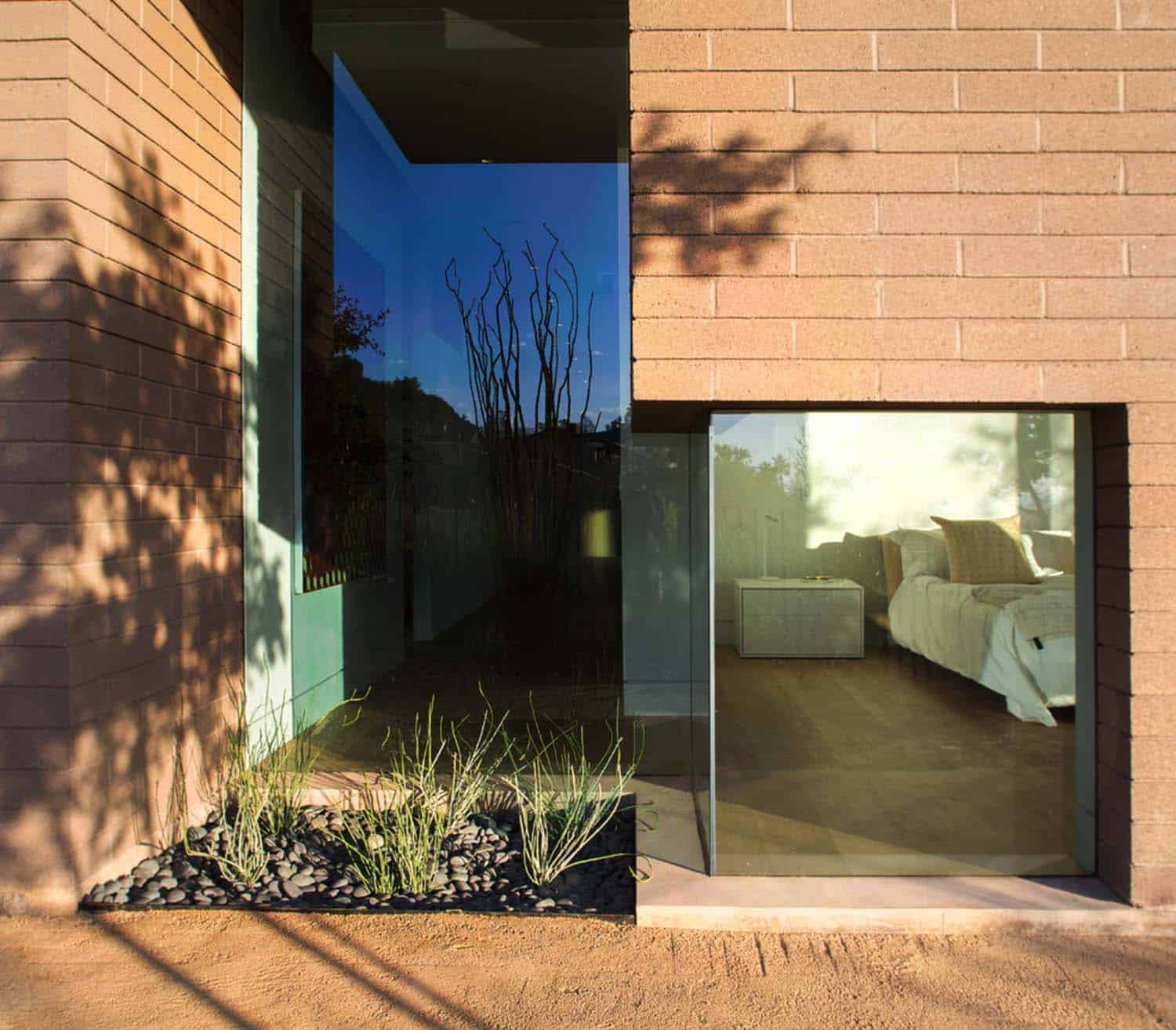 Modern Rammed Earth Home-Kendle Design-18-1 Kindesign