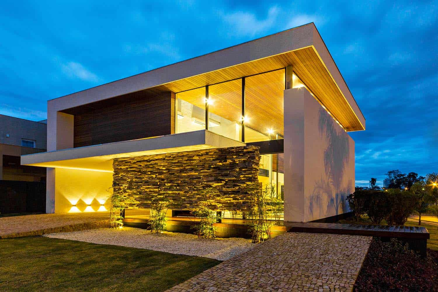 Striking Modern Residence-Spagnuolo Architecture-05-1 Kindesign