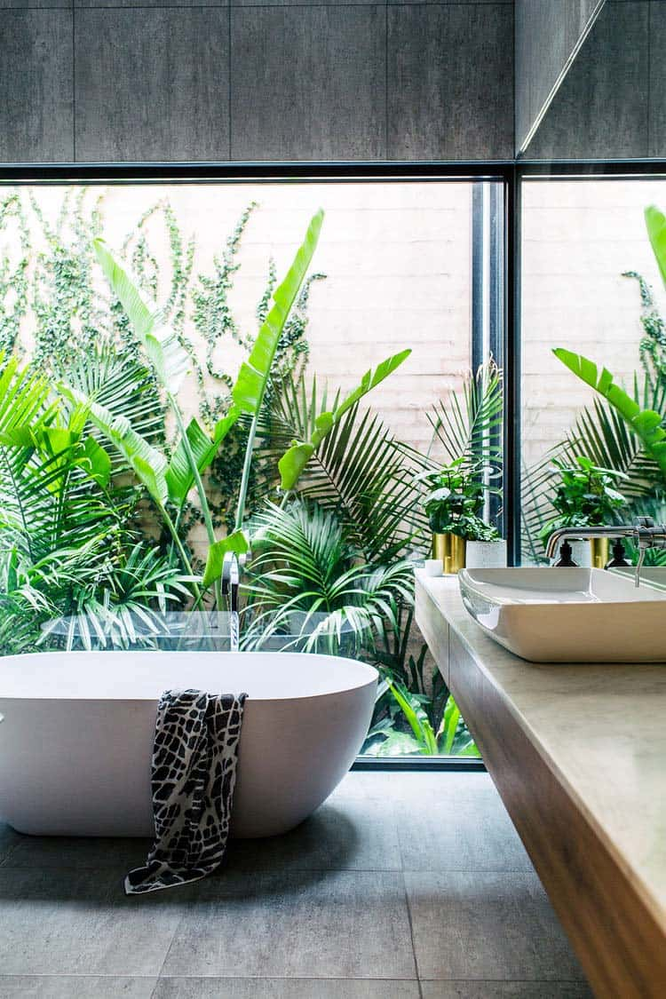 Inspiring Bathrooms Integrating Lush Gardens-02-1 Kindesign