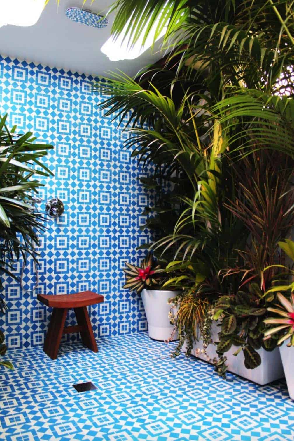 Inspiring Bathrooms Integrating Lush Gardens-03-1 Kindesign