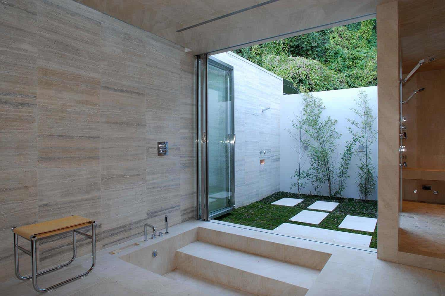20 Inspiring bathrooms that beautifully integrates lush gardens