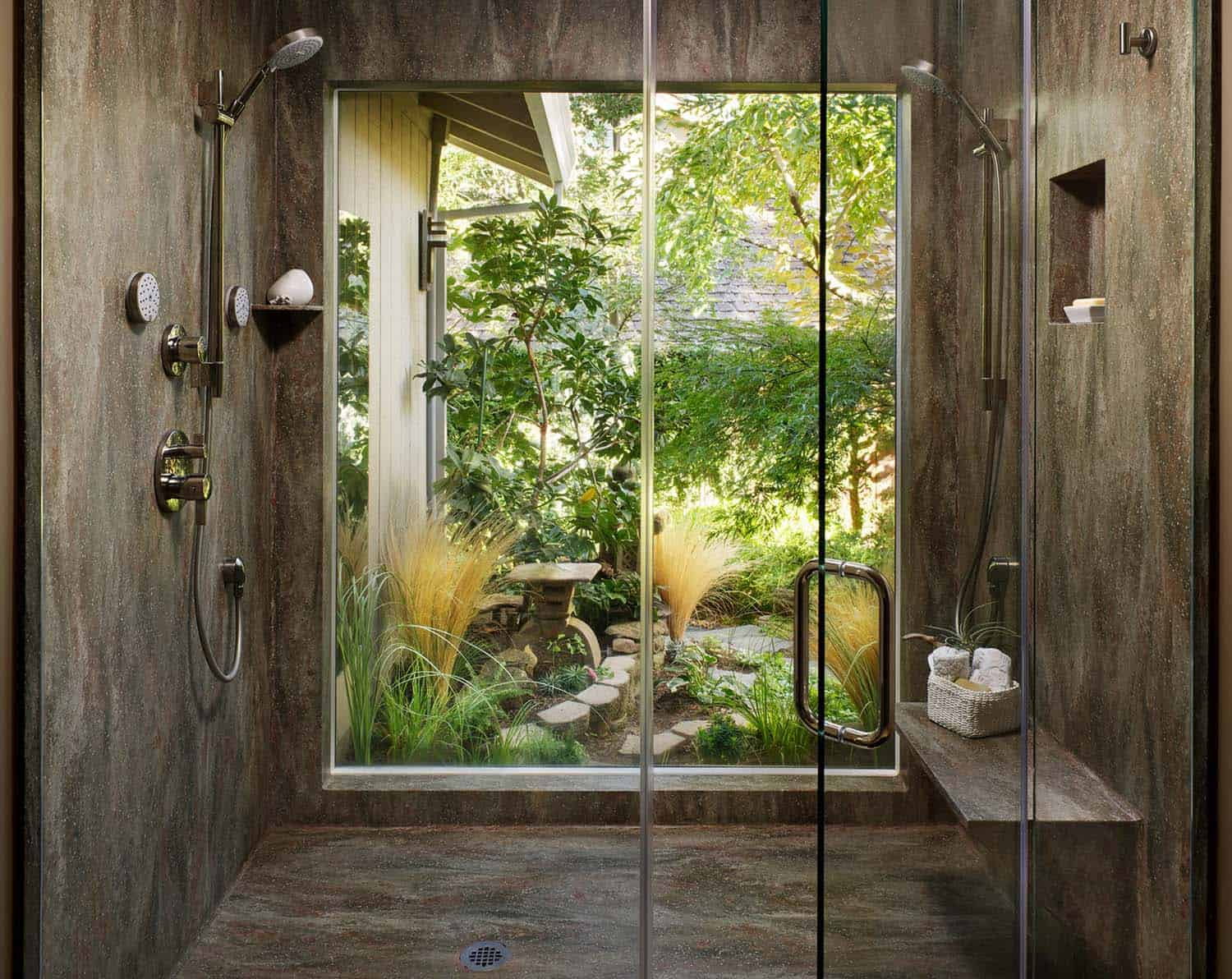 Inspiring Bathrooms Integrating Lush Gardens-16-1 Kindesign