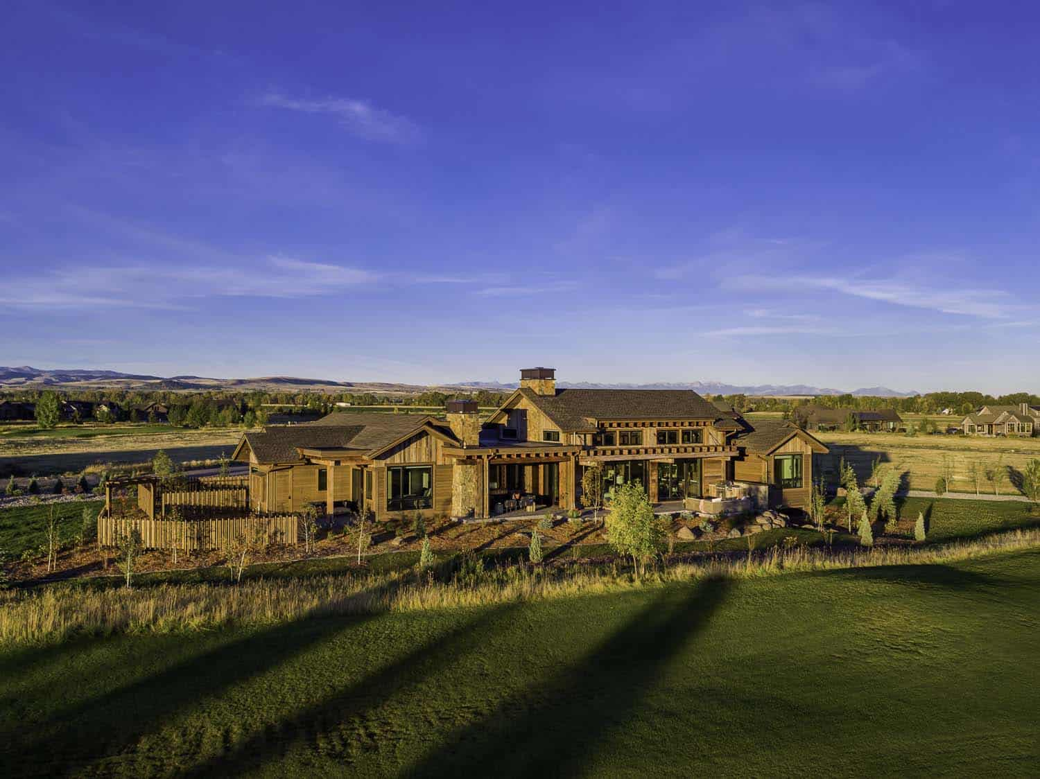 Family retreat blends modern rustic with rocky mountain views for Mountain luxury
